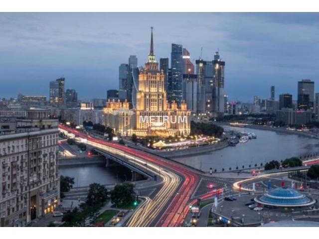 Продаются просторные 2-комн. апартаменты с отделкой в новостройке, дом сдан, у метро, Москва