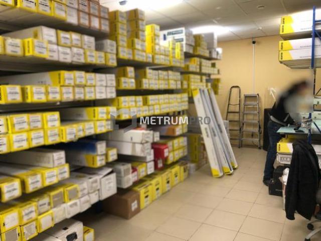 Аренда магазин / офис / склад в Невском районе на 1 этаже в БЦ с отдельным входом, Санкт-Петербург